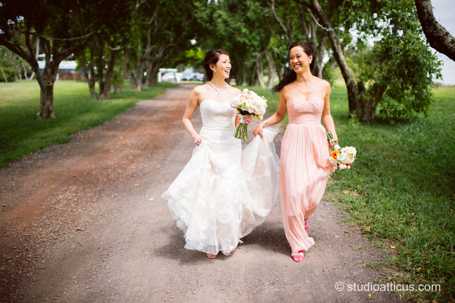 the bride and her sister at her destination wedding at Puakea Ranch in Hawaii